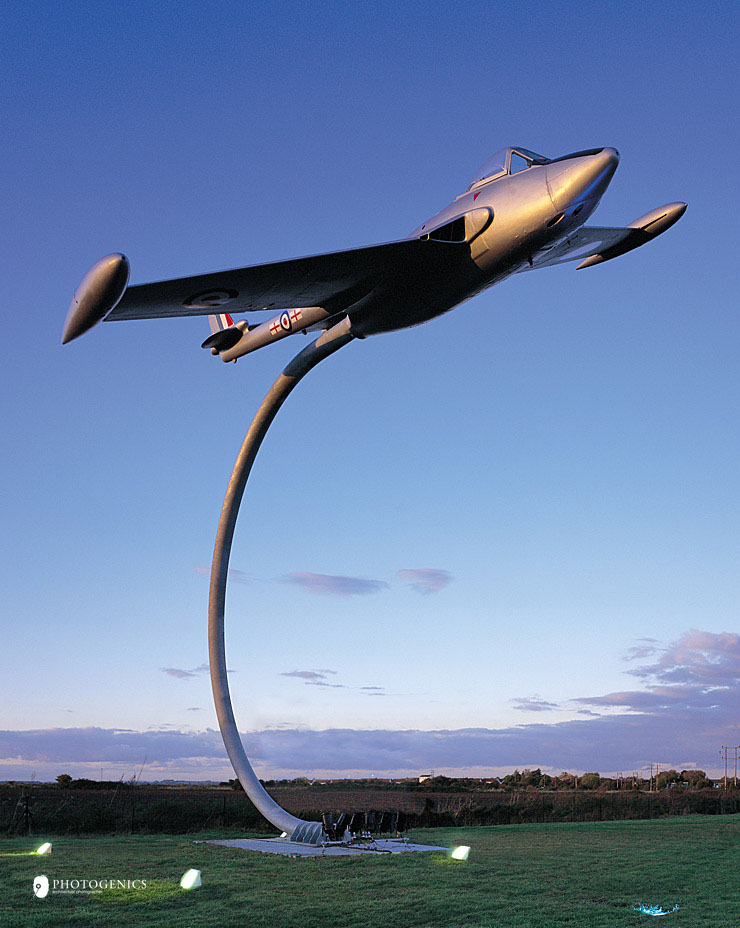 curved-aeroplane-support-architectural-metalwork